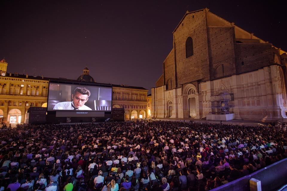 A Bologna lo schermo del grande cinema si riaccende. In Piazza Maggiore ma non solo